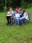 Čtení ve školní zahradě